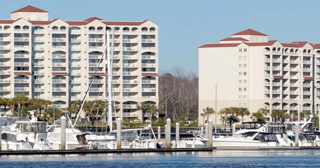 Barefoot Resort Yacht Club